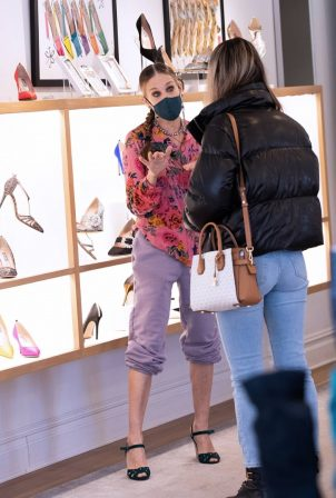 Sarah Jessica Parker - Visits her SJP Shoestore in Downtown