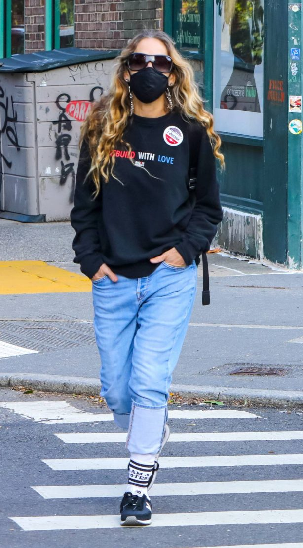 Sarah Jessica Parker - Voted at a location in Downtown - Manhattan