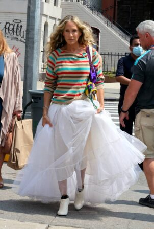 Sarah Jessica Parker - Wearing a white tutu on the 'And Just Like That' set in Brooklyn