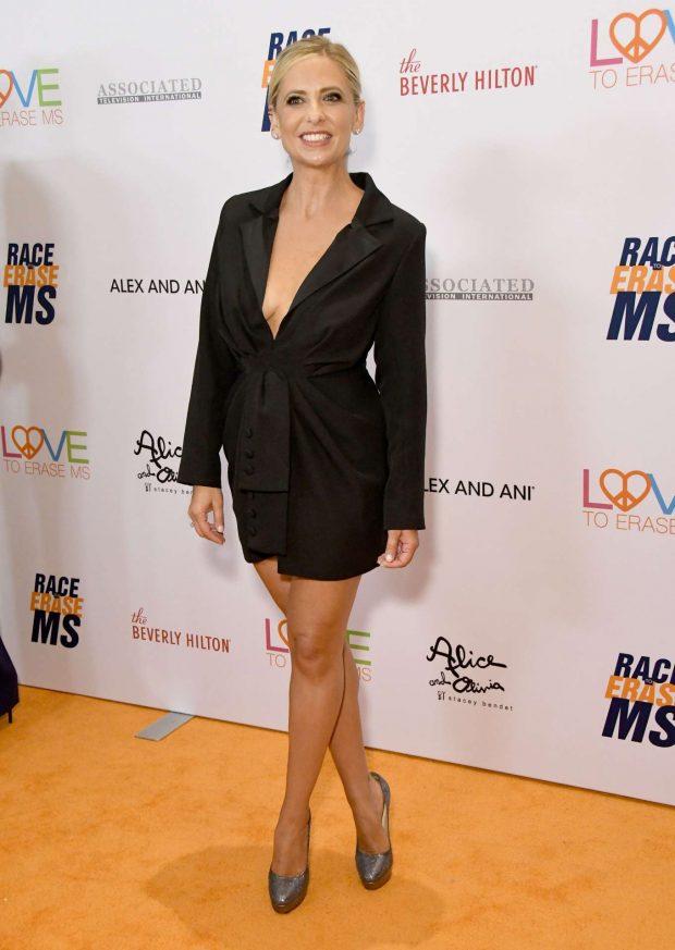 Sarah Michelle Gellar - 2019 Race to Erase MS Gala in Beverly Hills