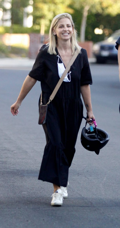 Sarah Michelle Gellar - All smiles in Los Angeles