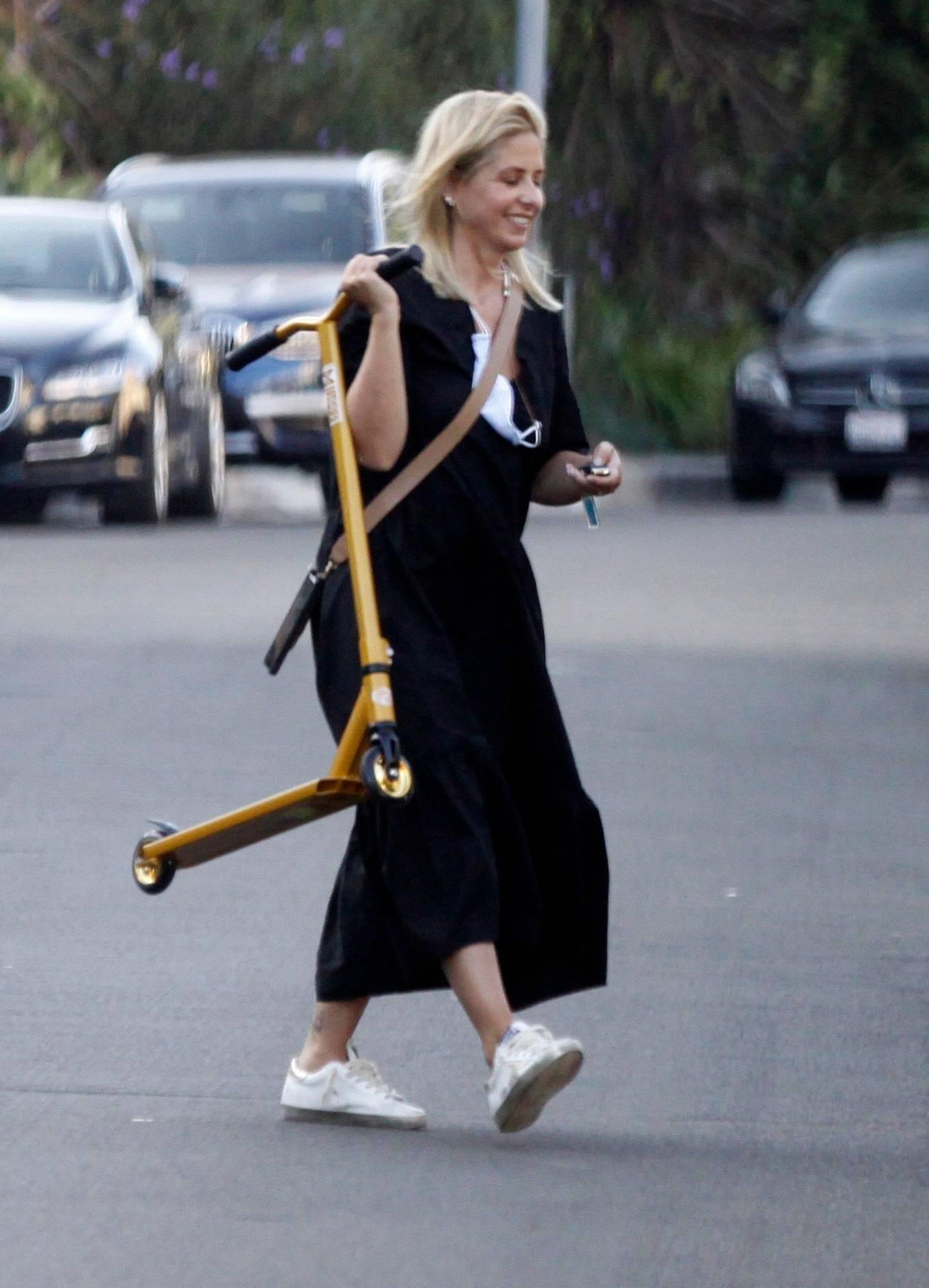 Sarah Michelle Gellar 2020 : Sarah Michelle Gellar – All smiles in Los Angeles-02