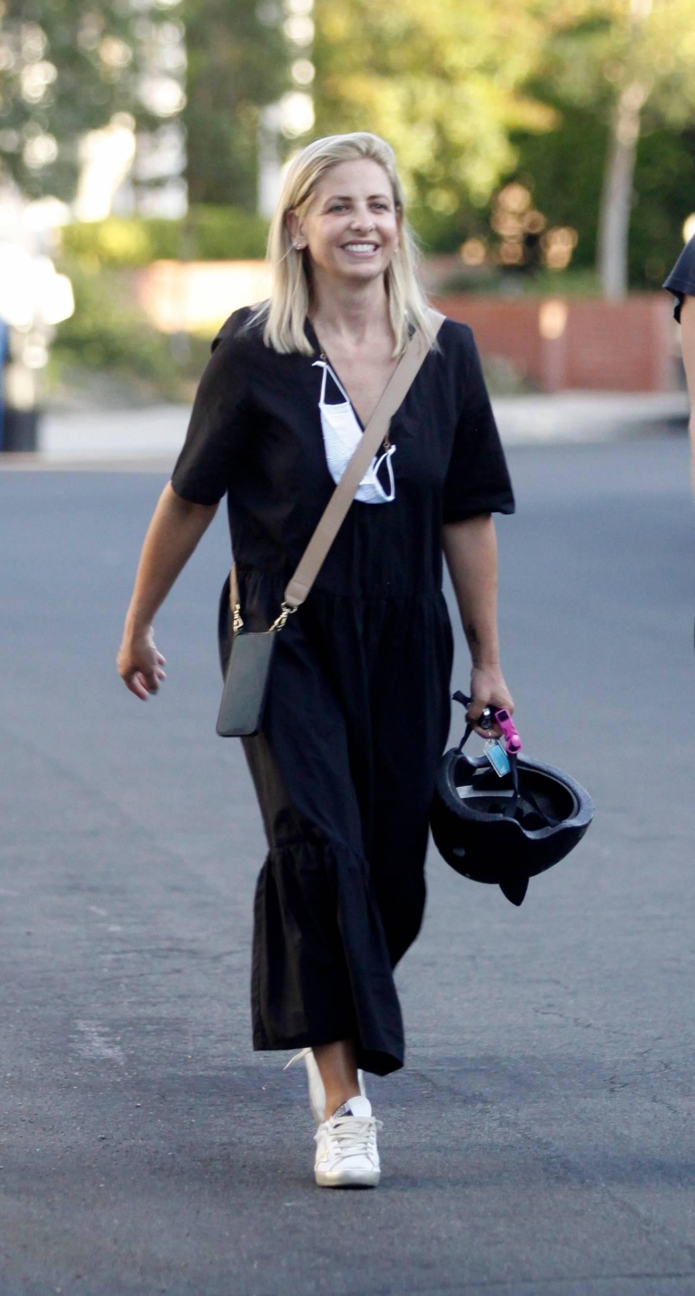 Sarah Michelle Gellar 2020 : Sarah Michelle Gellar – All smiles in Los Angeles-03