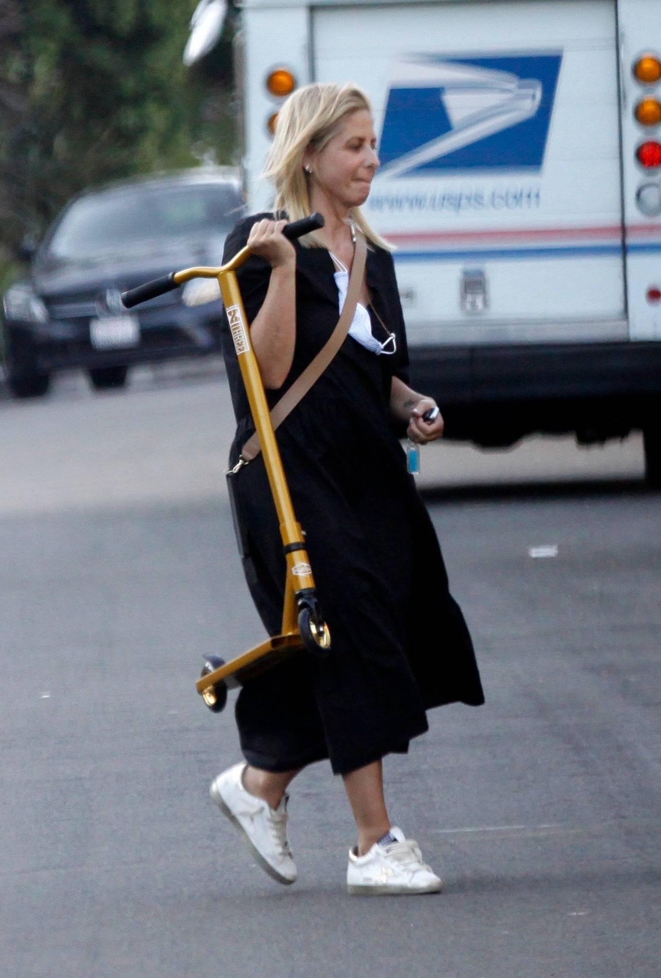 Sarah Michelle Gellar 2020 : Sarah Michelle Gellar – All smiles in Los Angeles-05