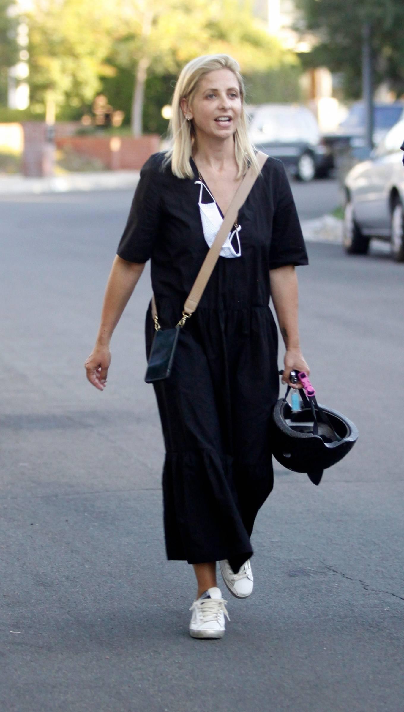 Sarah Michelle Gellar 2020 : Sarah Michelle Gellar – All smiles in Los Angeles-08