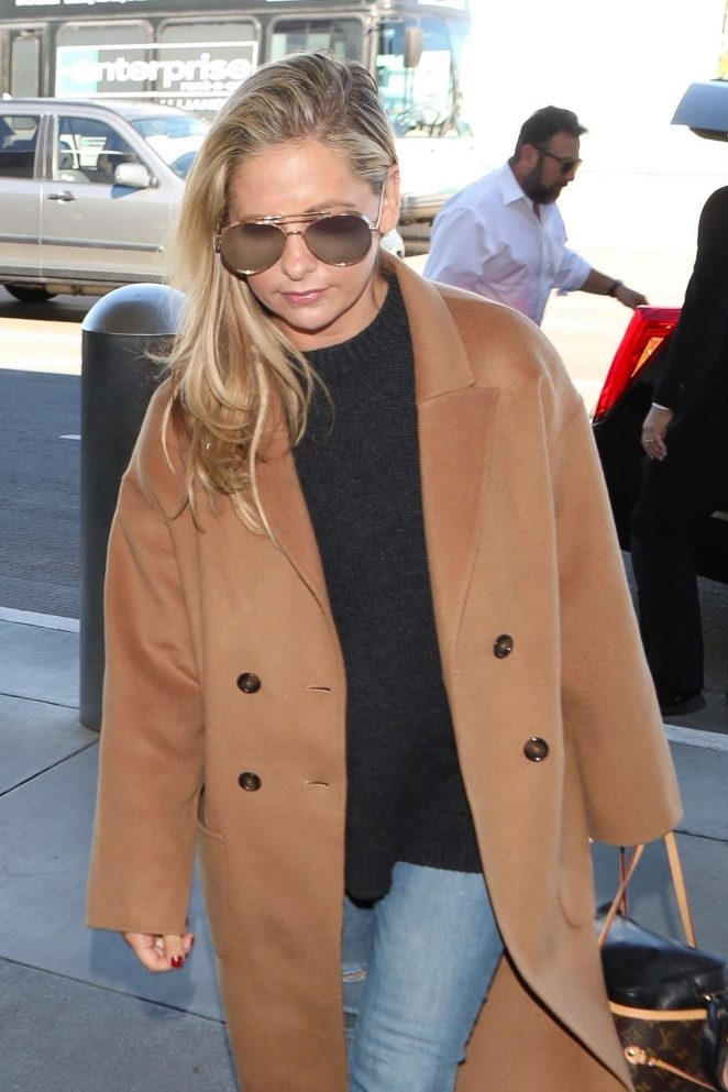 Sarah Michelle Gellar - Arriving at LAX Airport in Los Angeles