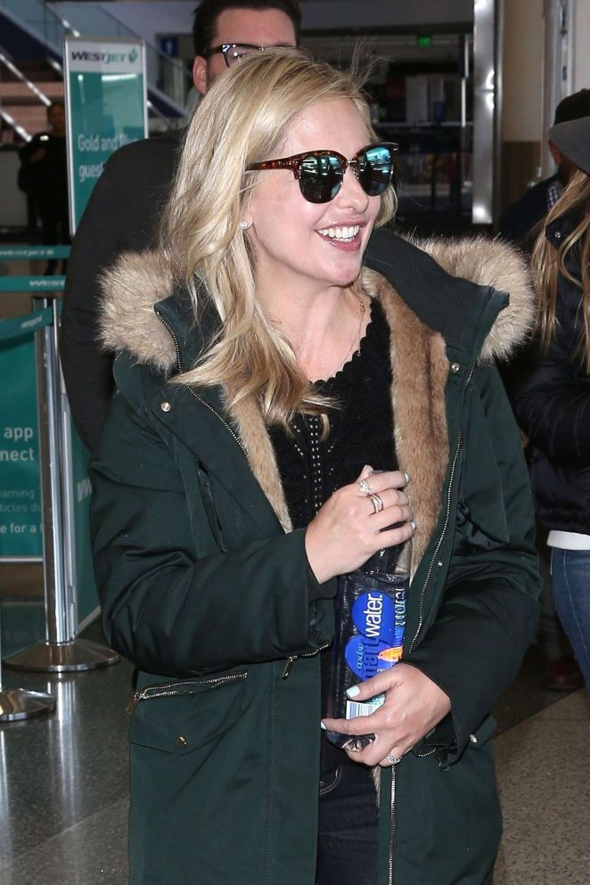 Sarah Michelle Gellar – Arriving at LAX Airport in Los Angeles