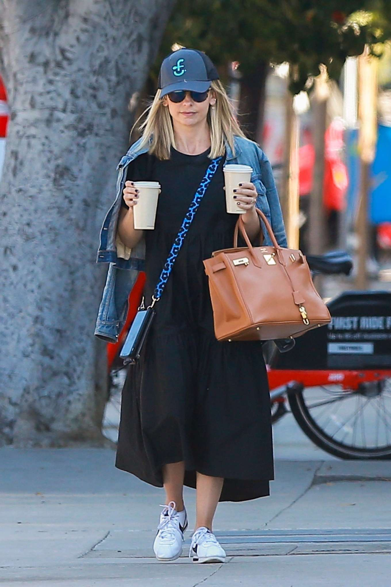 Sarah Michelle Gellar at Blue Bottle Coffee in Santa Monica