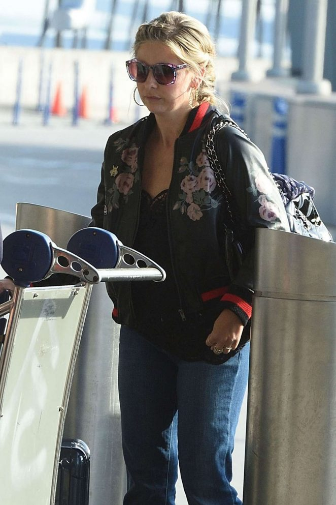 Sarah Michelle Gellar at JFK airport in New York