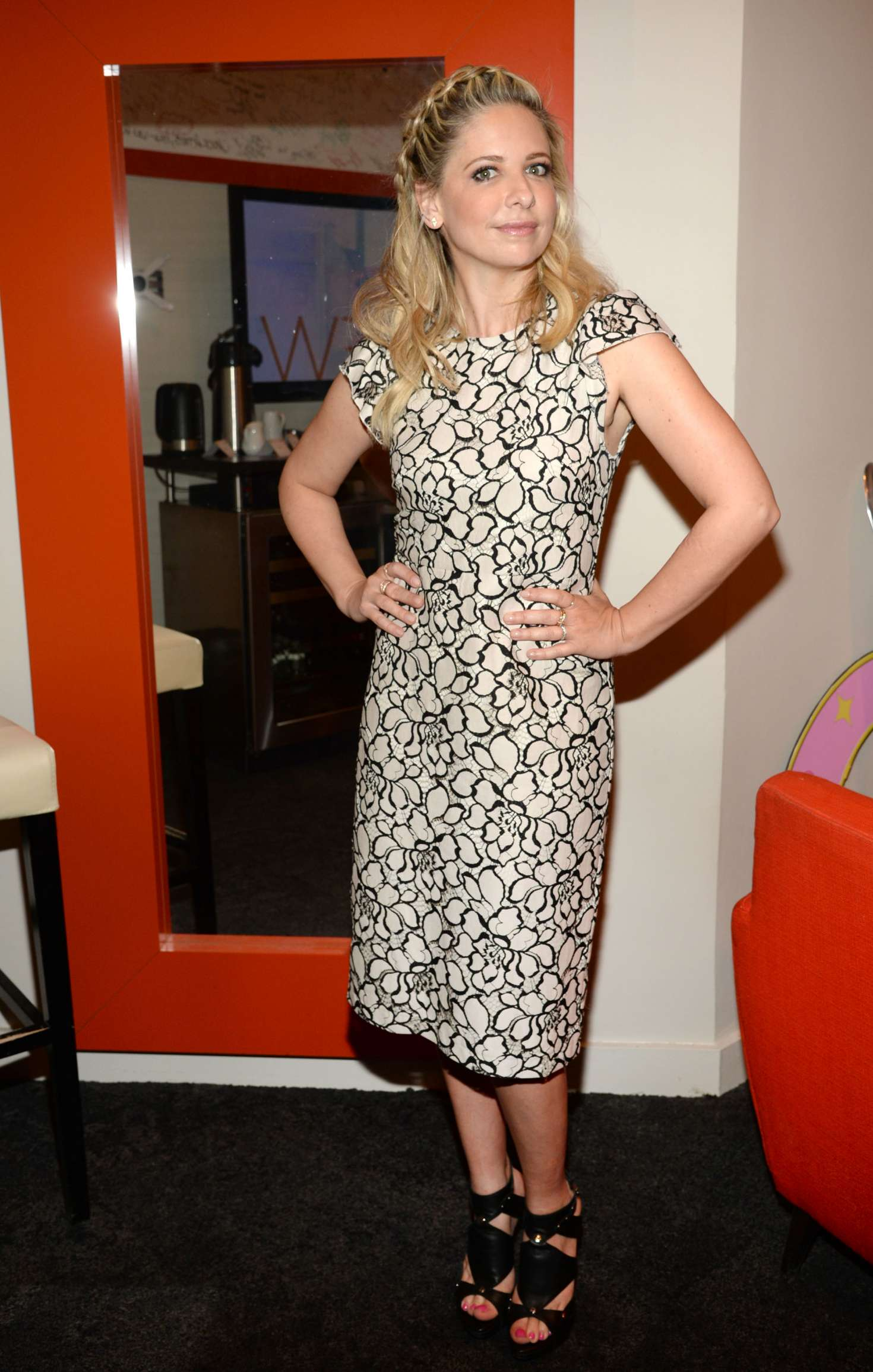 Sarah michelle gellar at the chew tv show in ny