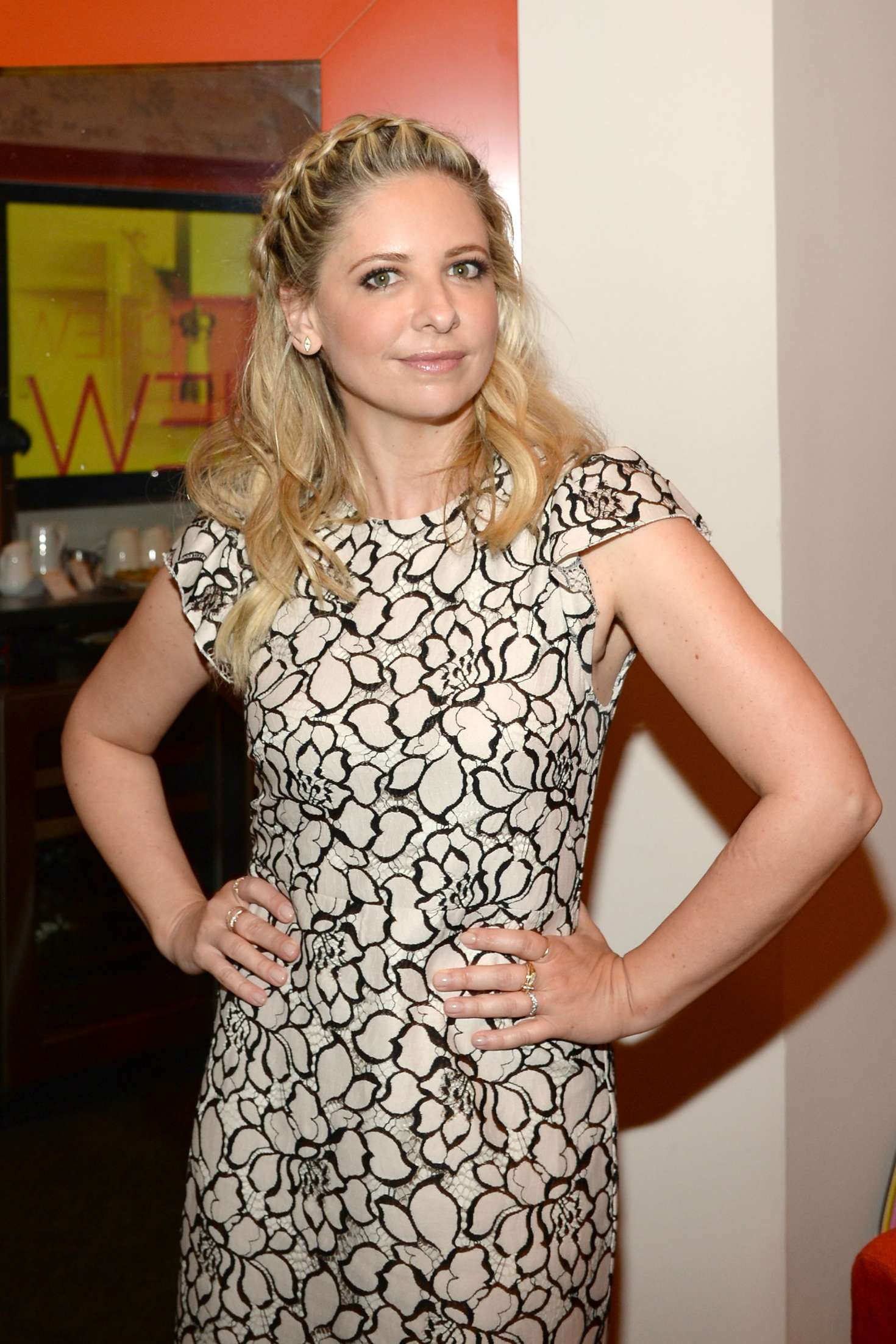 Sarah michelle gellar at 39 the chew 39 tv show in new york for Tv shows to see in new york
