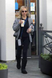 Sarah Michelle Gellar - Grabs coffee at Blue Bottle cafe in LA
