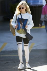 Sarah Michelle Gellar - Grocery Shopping in Brentwood