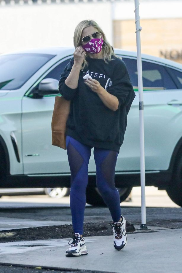 Sarah Michelle Gellar - heading to a workout session at Plate Fit