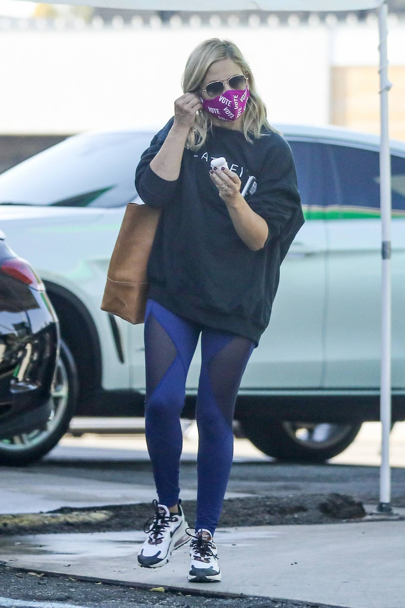Sarah Michelle Gellar 2020 : Sarah Michelle Gellar – heading to a workout session at Plate Fit-09