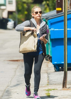 Sarah Michelle Gellar in Leggings Hits the gym in LA