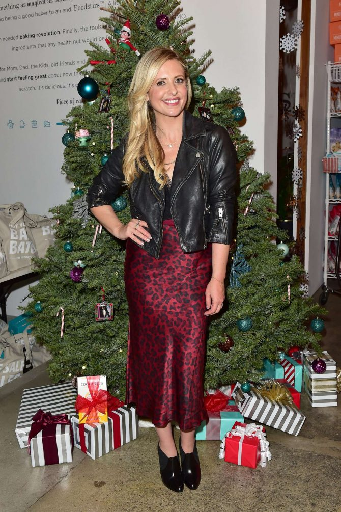 Sarah Michelle Gellar - Holiday Cookie Party benefiting Alliance of Moms & Raising Foodie in LA