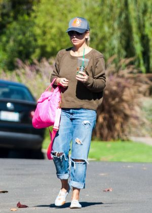 Sarah Michelle Gellar in Ripped Jeans out in Los Angeles