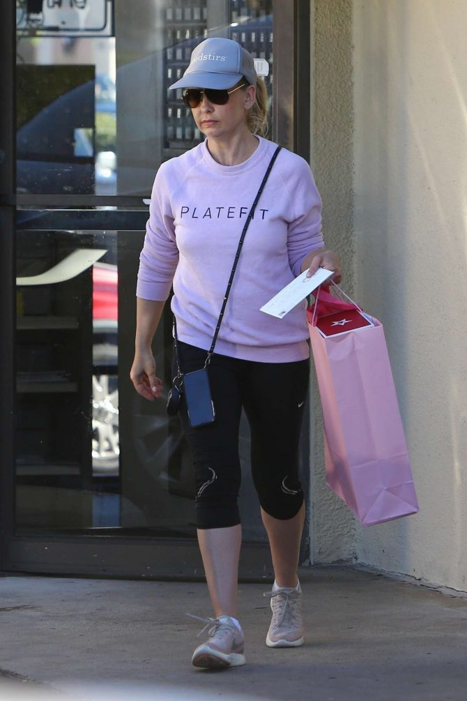Sarah Michelle Gellar in Tights – Out in Brentwood