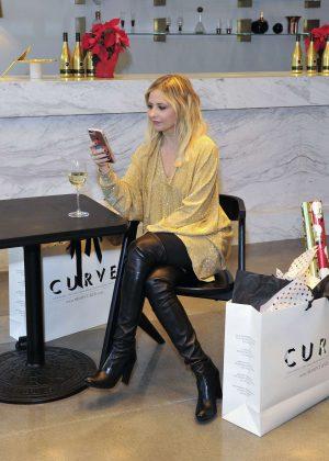 Sarah Michelle Gellar - Kim Crawford Wines Limited Edition Holiday Bottle