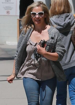Sarah Michelle Gellar - Leaving a hair salon in Brentwood