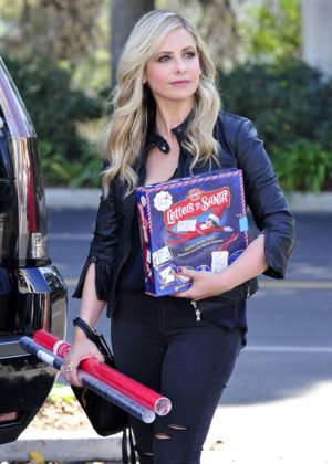 Sarah Michelle Gellar - Leaving Target in Los Angeles