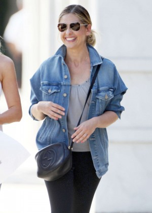 Sarah Michelle Gellar - Out and about in Santa Monica