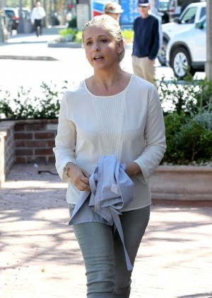 Sarah Michelle Gellar in Tight Jeans Out in Santa Monica