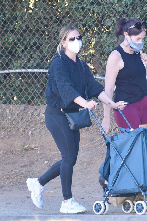 Sarah Michelle Gellar - Out in Los Angeles