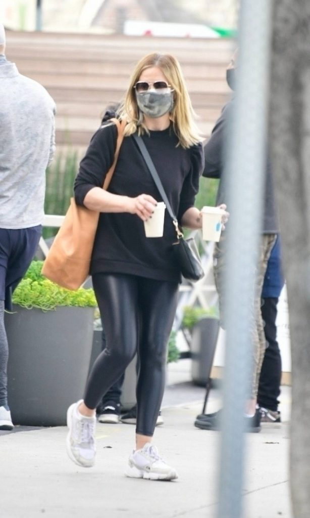 Sarah Michelle Gellar - Seen after hitting the gym in Brentwood