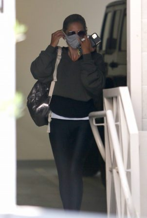 Sarah Michelle Gellar - Seen after workout session in Brentwood