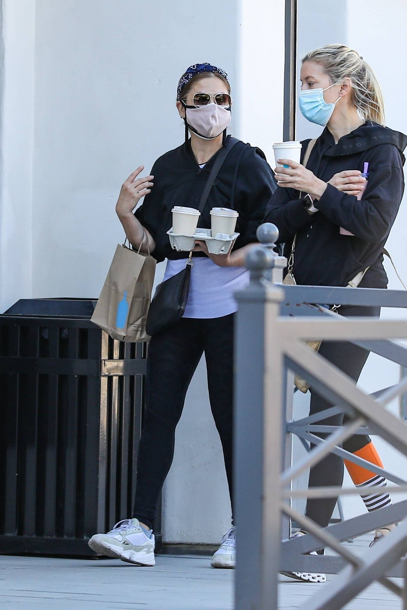 Sarah Michelle Gellar - Seen at Blue Bottle with a friend in Brentwood