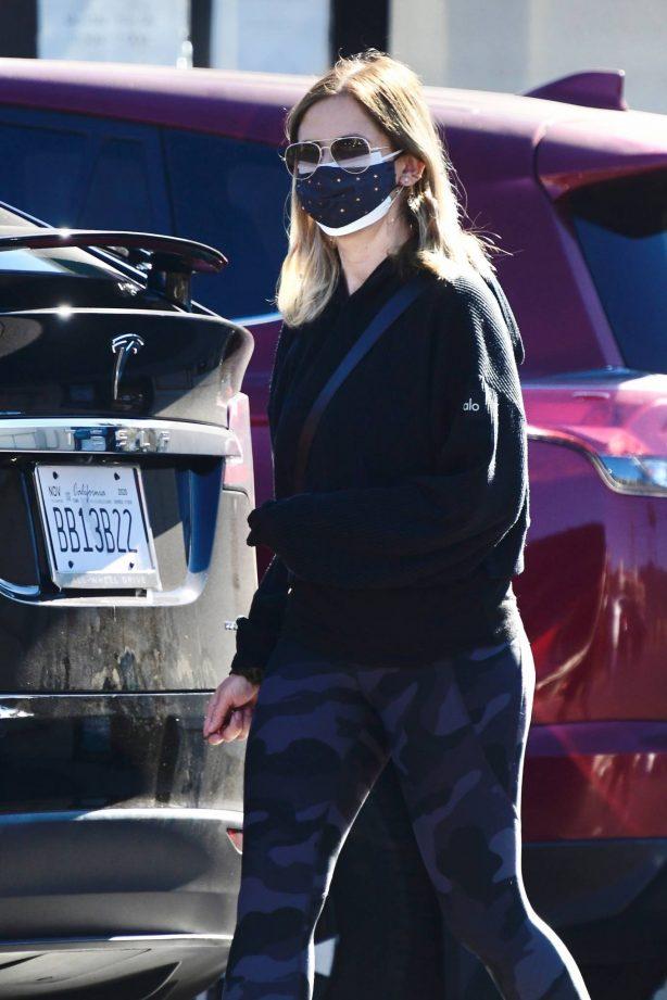Sarah Michelle Gellar - Seen running errands in Brentwood