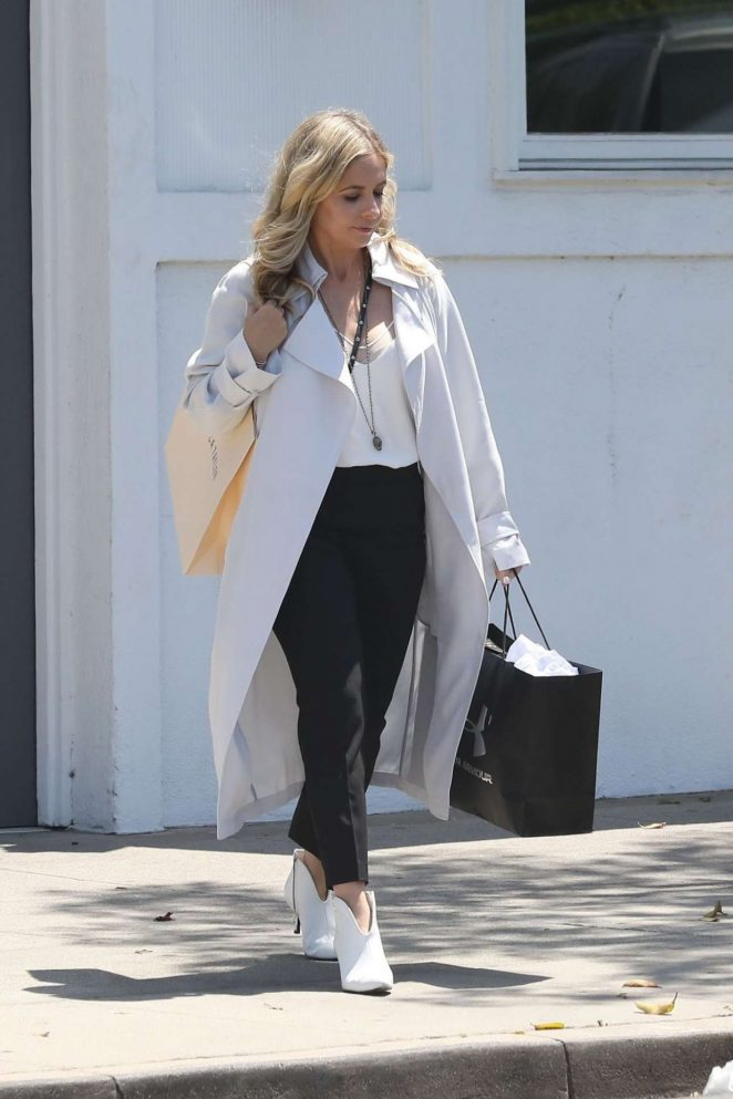 Sarah Michelle Gellar - Shopping candids In Beverly Hills