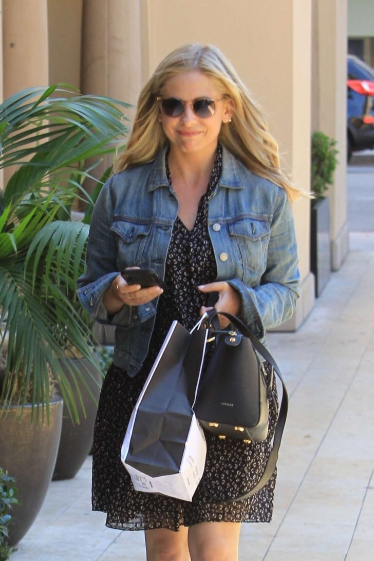 Sarah Michelle Gellar - Shopping in Beverly Hills