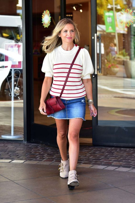 Sarah Michelle Gellar - Spotted leaving American Girl Store in Los Angeles