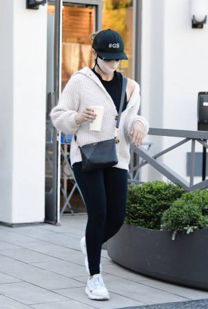 Sarah Michelle Gellar - Starts off the new year with a trip to the gym in Brentwood