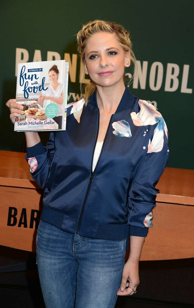 Sarah Michelle Gellar - 'Stirring Up Fun with Food' book signing in New York