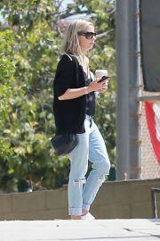 Sarah Michelle Gellar - Taking her daughter to a park in Pacific Palisades