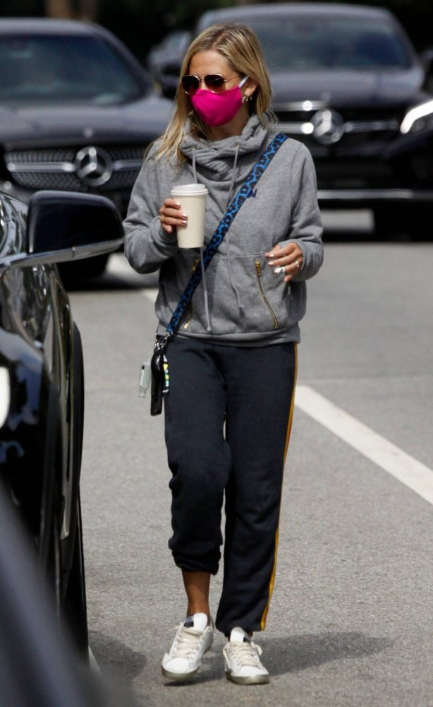 Sarah Michelle Gellar - Wearing Aviator Nation while out in Los Angeles
