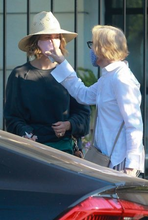 Sarah Paulson and Holland Taylor - Shopping candids on Melrose Place in West Hollywood