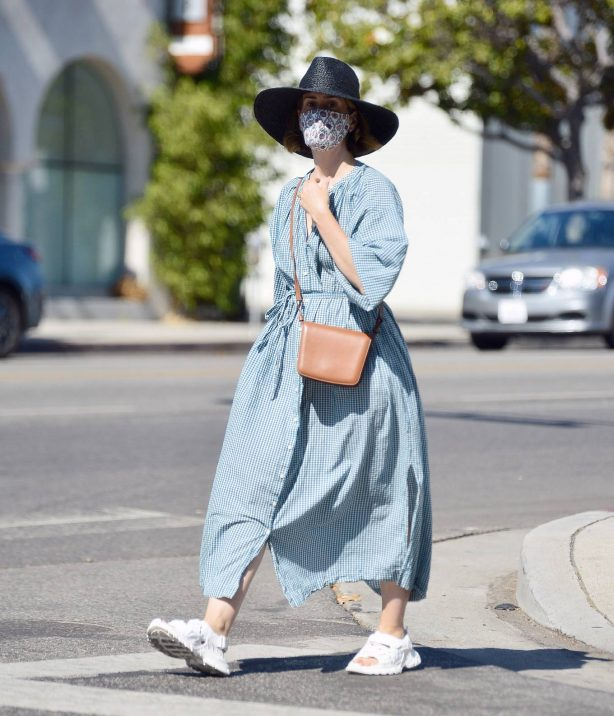 Sarah Paulson - Looks stylish while out for a day of furniture shopping in Los Angeles