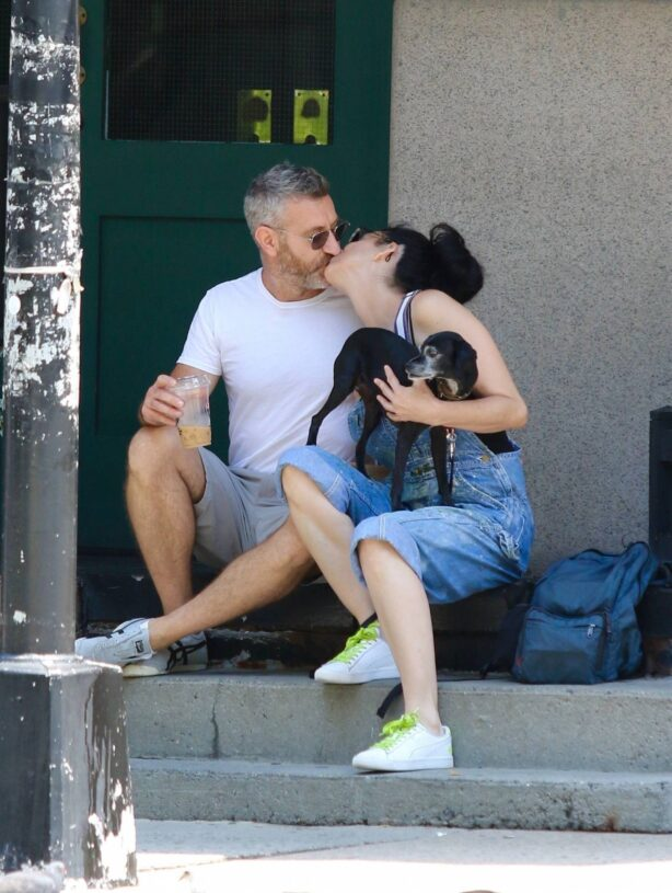 Sarah Silverman - With boyfriend Rory Albanese in Manhattan's Downtown