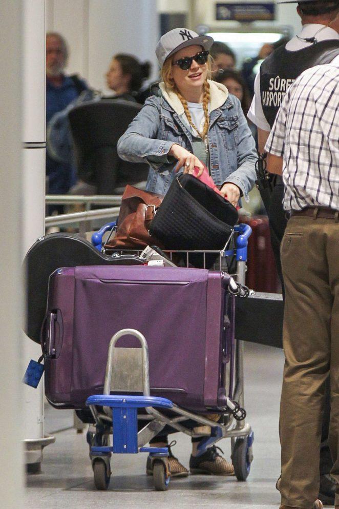Sarah Snook at Vancouver International Airport -11
