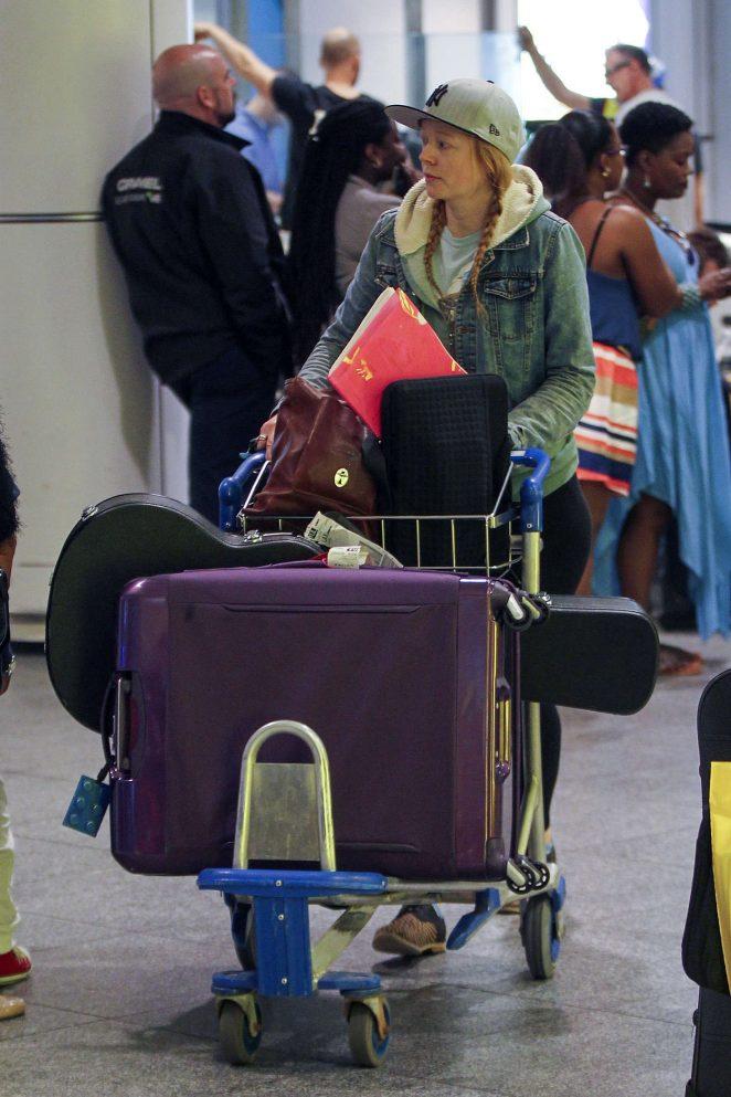 Sarah Snook at Vancouver International Airport -14
