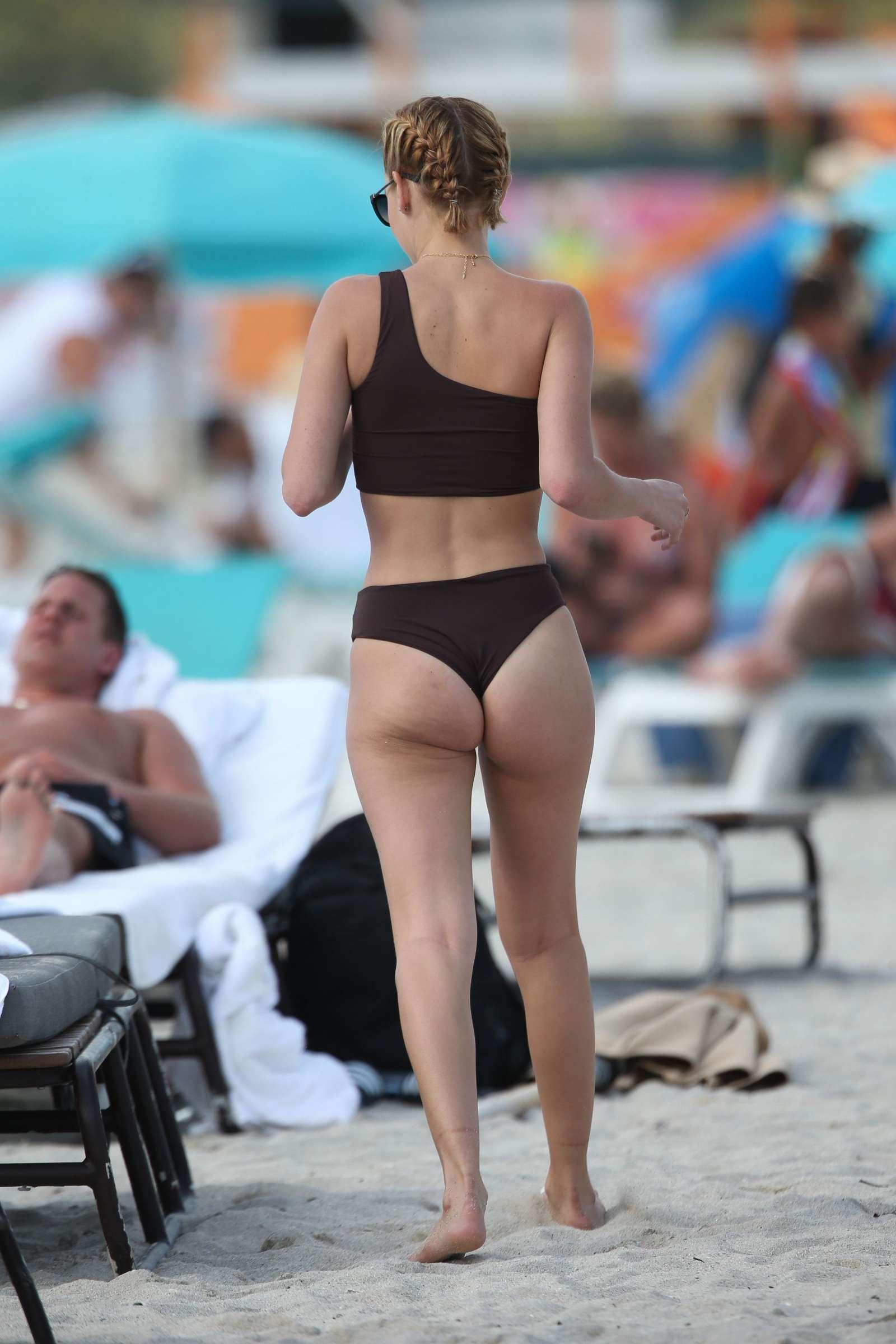 Bikini Sarah Snyder nudes (68 foto and video), Tits, Bikini, Feet, legs 2006