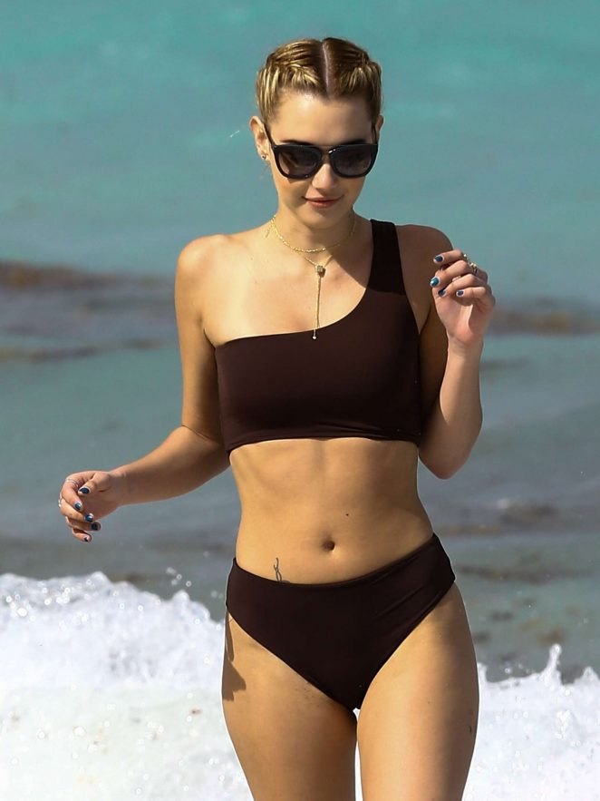Sarah Snyder in Bikini at the beach in Miami