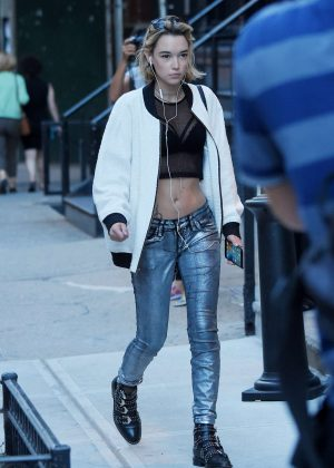 Sarah Snyder in Tight Pants out in Tribeca