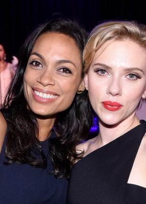 Scarlett Johansson and Rosario Dawson: The Entertainment Icon Award 2016 -04