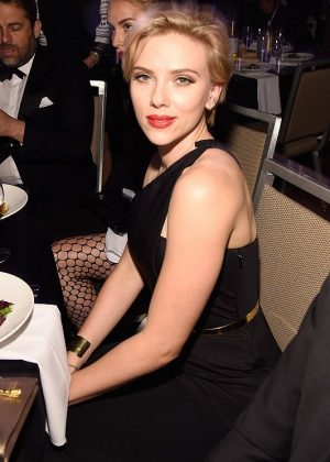 Scarlett Johansson and Rosario Dawson: The Entertainment Icon Award 2016 -05